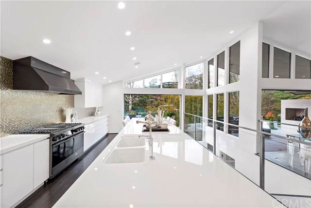 253 Emerald Bay, Laguna Beach, CA 92651 (#LG19051062) :: Doherty Real Estate Group
