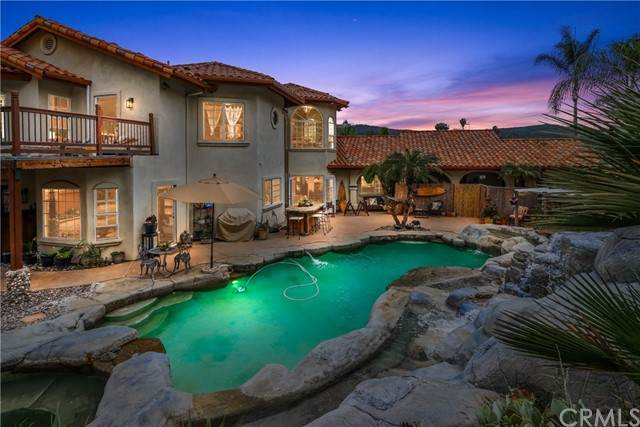 2444 Flametree Rd, Vista, CA 92084 (MLS #OC21100997) :: Desert Area Homes For Sale