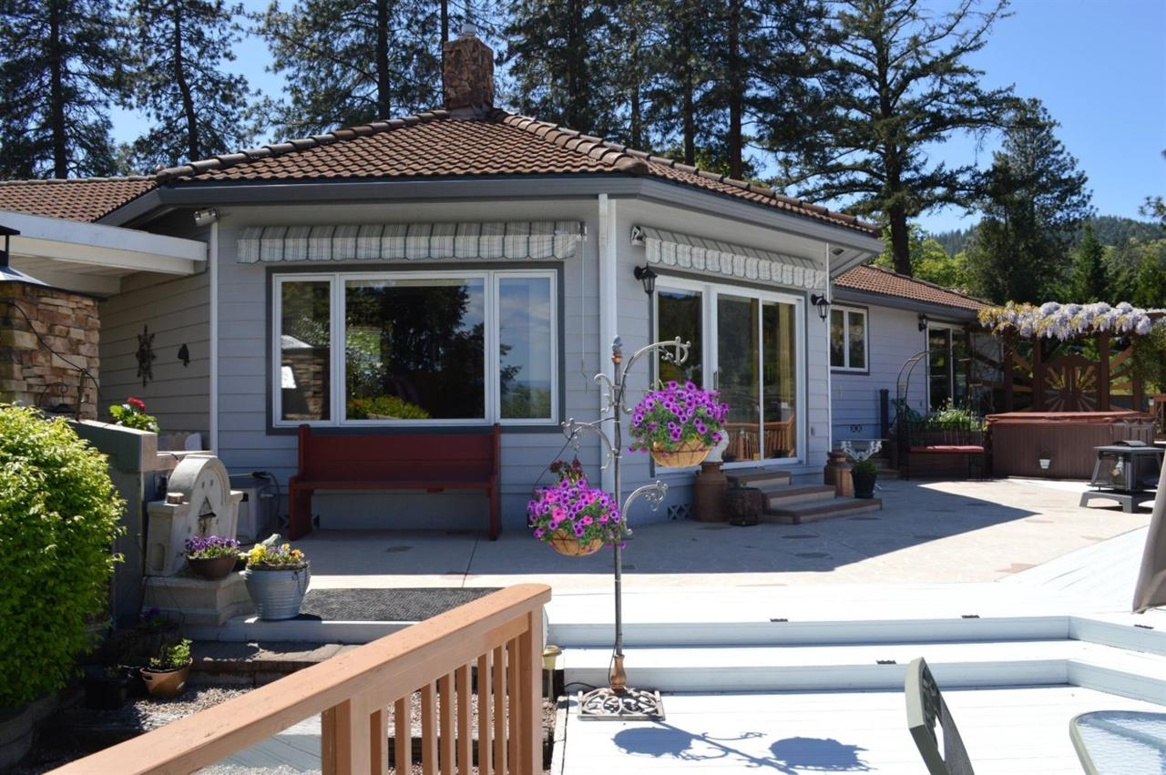 1930 Old Military Road, Central Point, OR 97502 (#2995238) :: FORD REAL  ESTATE
