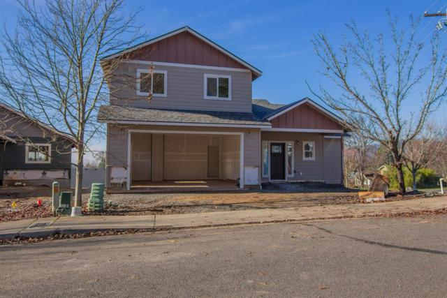 1059 NE Savage Street, Grants Pass, OR 97526 (#2983895) :: Rocket Home Finder