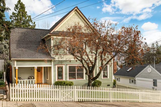 61 Nutley Street, Ashland, OR 97520 (#2985013) :: Rocket Home Finder