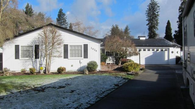 1424 SW Cypress Street, Grants Pass, OR 97526 (#2986156) :: Rocket Home Finder