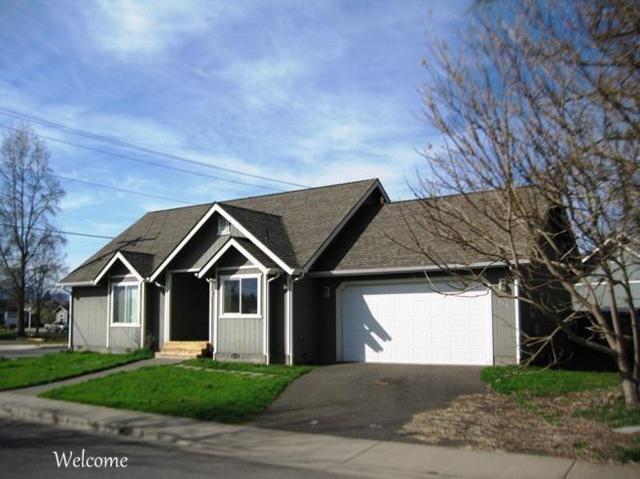 116 SW Verstappen Lane, Grants Pass, OR 97526 (#2986803) :: Rocket Home Finder