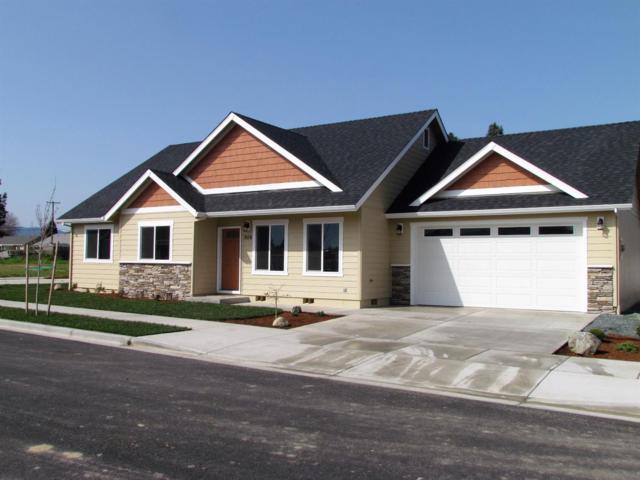 906 SW Blackberry Lane, Grants Pass, OR 97527 (#2987954) :: Rocket Home Finder