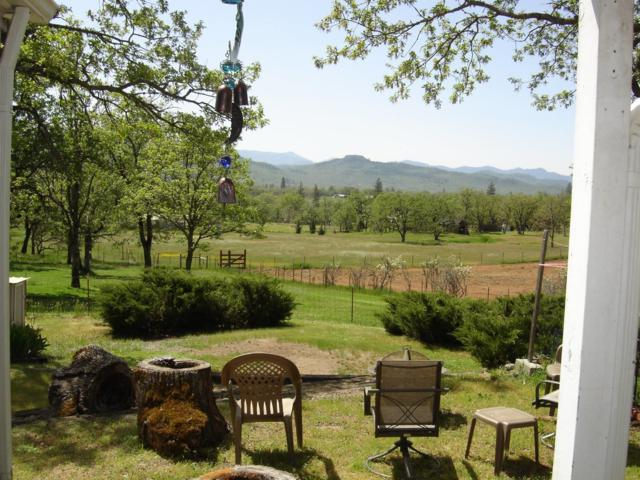 3365 Valley Vista Drive, Central Point, OR 97502 (#2988661) :: Rocket Home Finder