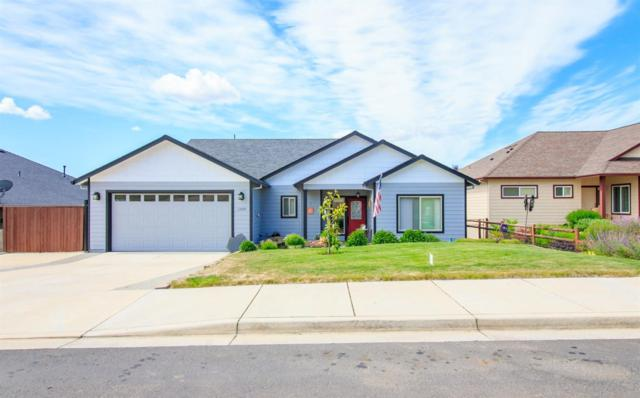 1050 Azure Way, Eagle Point, OR 97524 (#2990444) :: FORD REAL ESTATE