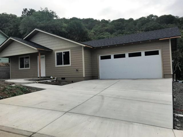821 Jacoby Street, Gold Hill, OR 97525 (#2990559) :: FORD REAL ESTATE