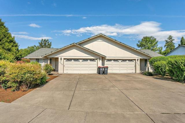 522-524 Briarwood Drive, Central Point, OR 97502 (#2991055) :: FORD REAL ESTATE