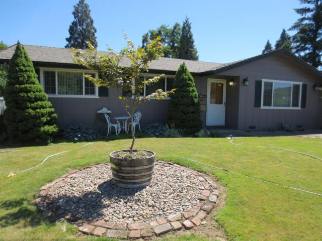 1449 SE Cherry Lane, Grants Pass, OR 97526 (#2991105) :: FORD REAL ESTATE