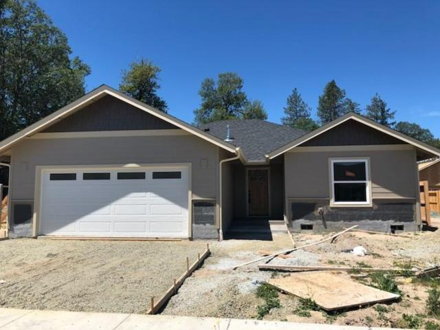 1752 SW Waterstone Drive, Grants Pass, OR 97527 (#2991107) :: FORD REAL ESTATE