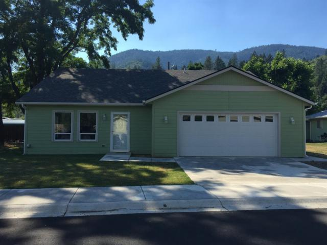 100 Dove Place, Rogue River, OR 97537 (#2992087) :: Rocket Home Finder