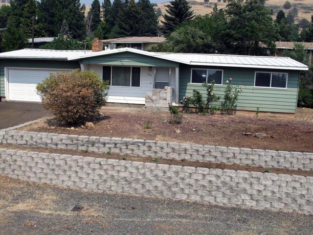 1809 Mcclellan Drive, Klamath Falls, OR 97603 (#2992390) :: Rocket Home Finder