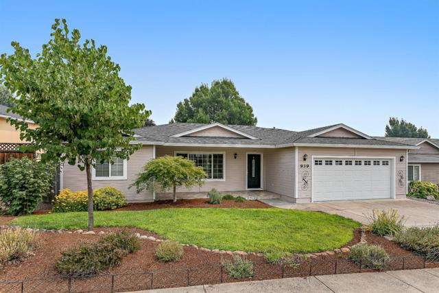 939 Ridgeview Drive, Eagle Point, OR 97524 (#2992981) :: Rocket Home Finder