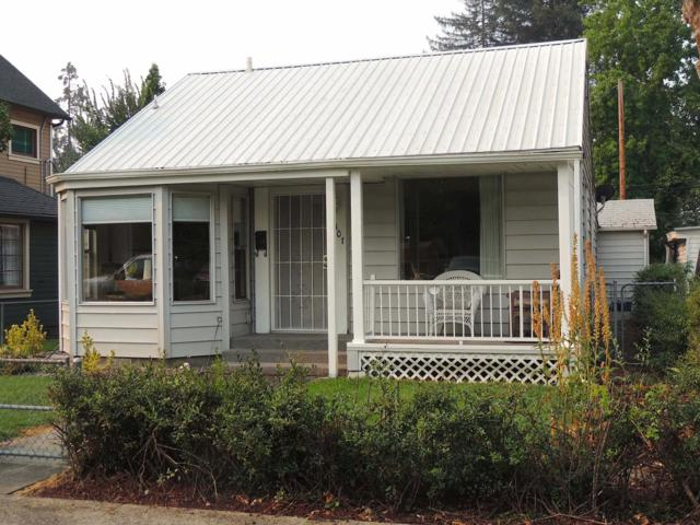 307 NW C Street, Grants Pass, OR 97526 (#2993080) :: Rocket Home Finder