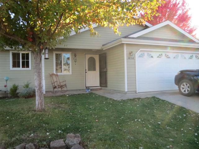 3858 Agate Meadows, White City, OR 97503 (#2995308) :: Rocket Home Finder