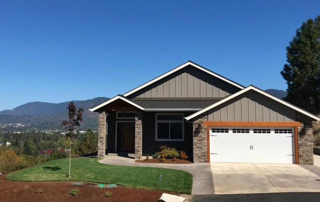 2333 Robertson Crest Drive, Grants Pass, OR 97527 (#2995931) :: Rocket Home Finder