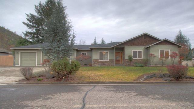 295 Penny Lane, Shady Cove, OR 97539 (#2996810) :: FORD REAL ESTATE