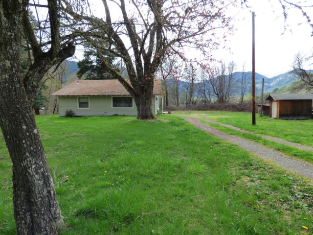 2655 E Evans Creek Road, Rogue River, OR 97537 (#3000110) :: FORD REAL ESTATE