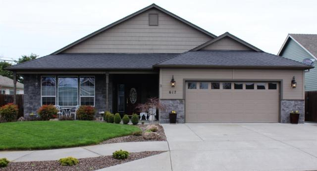 617 Cedarwood Drive, Eagle Point, OR 97524 (#3000151) :: FORD REAL ESTATE