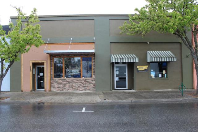 220 SW H Street, Grants Pass, OR 97526 (#3000271) :: FORD REAL ESTATE
