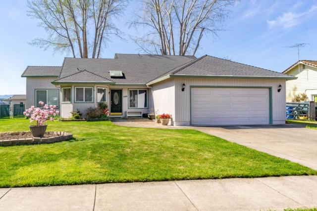 649 Crystal Drive, Eagle Point, OR 97524 (#3000628) :: FORD REAL ESTATE