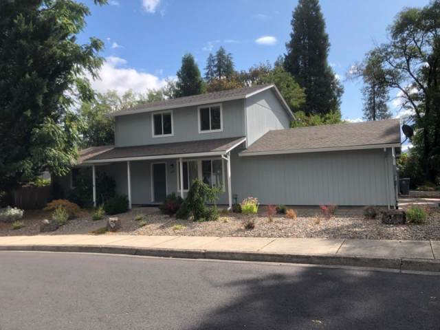 805 NW Elm Street, Grants Pass, OR 97526 (#3006544) :: FORD REAL ESTATE