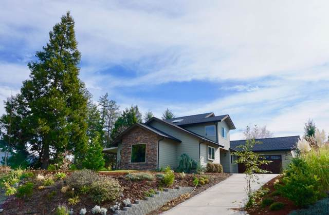 207 NW Knight Court, Grants Pass, OR 97526 (#3008193) :: Team Zebrowski