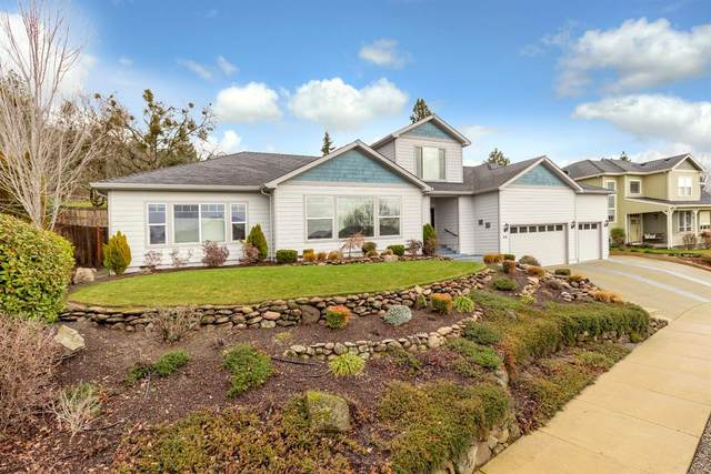 46 Greenmoor Drive, Eagle Point, OR 97524 (#3010291) :: FORD REAL ESTATE