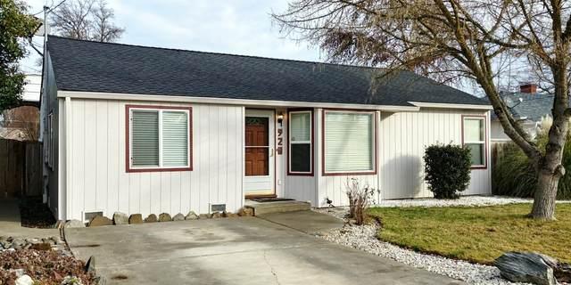 928 Mt Pitt Avenue, Medford, OR 97501 (#3010446) :: Team Zebrowski