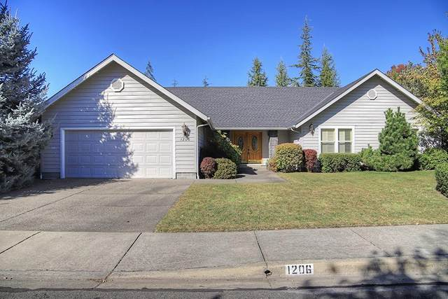 1206 Devonshire Way, Grants Pass, OR 97527 (#3010617) :: FORD REAL ESTATE