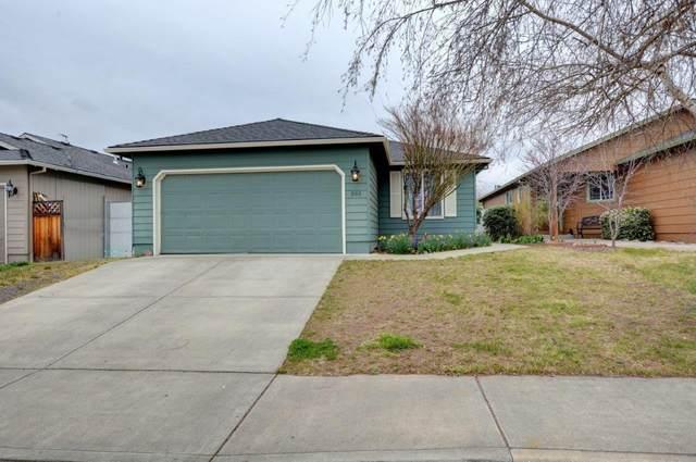593 Teakwood Drive, Eagle Point, OR 97524 (#3011581) :: Rutledge Property Group