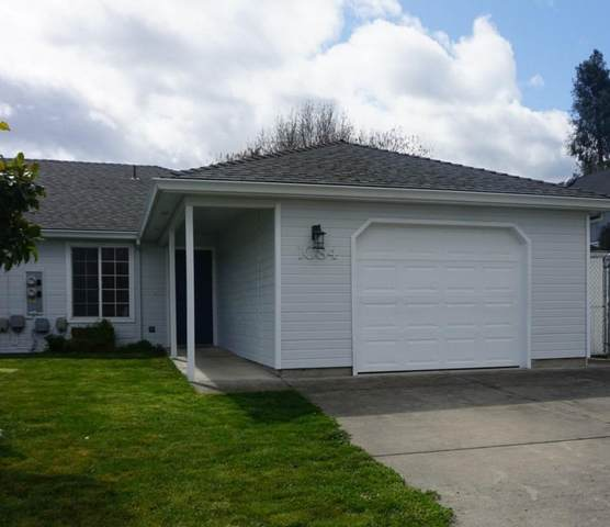 1084 Sunrise Way, Central Point, OR 97502 (#3012120) :: FORD REAL ESTATE