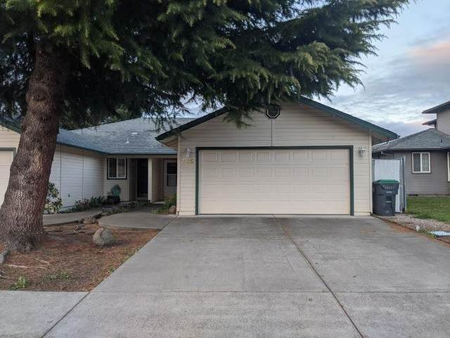 992 Glengrove Avenue, Central Point, OR 97502 (#3012123) :: FORD REAL ESTATE
