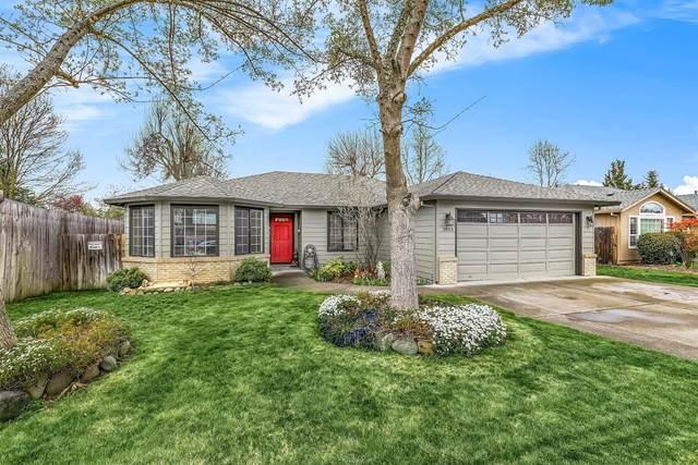 1813 Cascadia Circle, Medford, OR 97504 (#3012234) :: Rutledge Property Group