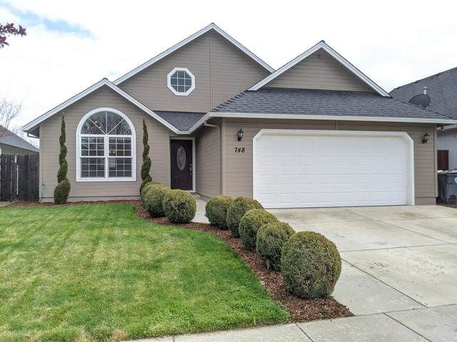 748 Spring Valley Drive, Medford, OR 97501 (#3012253) :: Rutledge Property Group