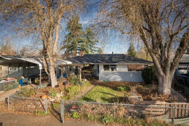 1009 Peach Street, Medford, OR 97501 (#2984029) :: Rocket Home Finder