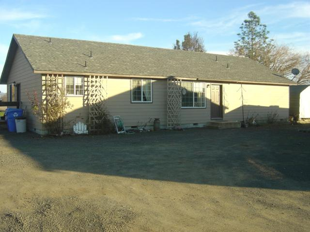 8632 Hwy 62, White City, OR 97503 (#2985769) :: Rocket Home Finder