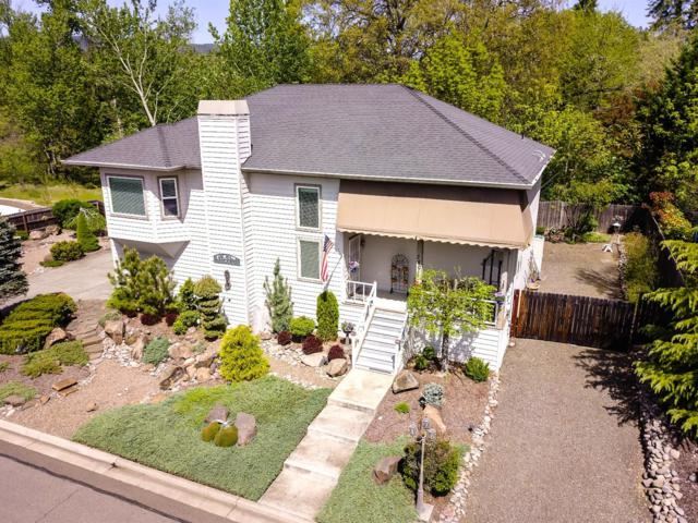 280 Penny Lane, Shady Cove, OR 97539 (#2988790) :: Rocket Home Finder