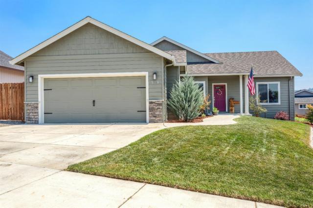 929 Crystal Drive, Eagle Point, OR 97524 (#2992159) :: Rocket Home Finder