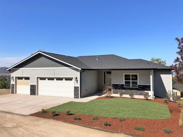 1318 Poppy Ridge Drive, Eagle Point, OR 97524 (#2993034) :: Rocket Home Finder