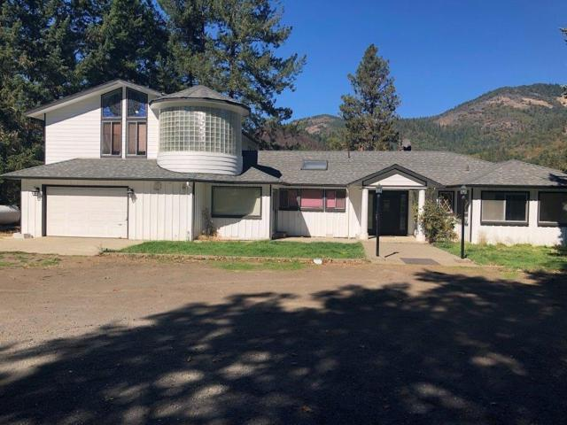 5200 Rogue River Highway, Grants Pass, OR 97527 (#2995510) :: Rocket Home Finder