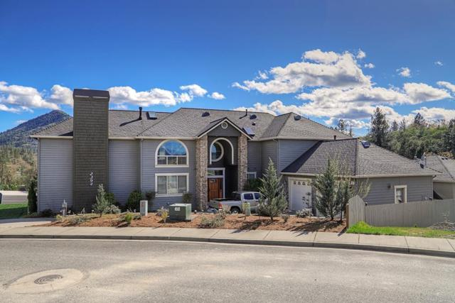 2394 Robertson Crest Road, Grants Pass, OR 97527 (#2999132) :: FORD REAL ESTATE