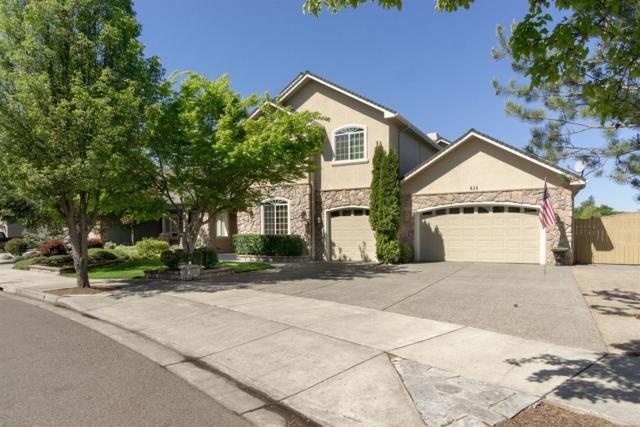 828 St Andrews Way, Eagle Point, OR 97524 (#3000812) :: FORD REAL ESTATE