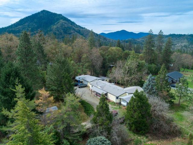 726 Summit Loop, Grants Pass, OR 97527 (#3005440) :: FORD REAL ESTATE