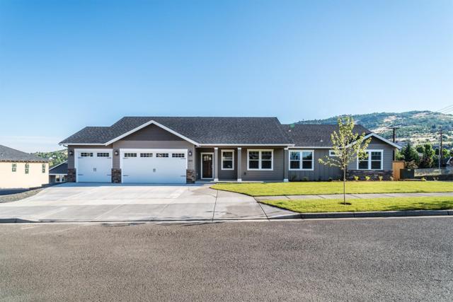 4833 Hathaway Drive, Medford, OR 97504 (#2983049) :: Rocket Home Finder