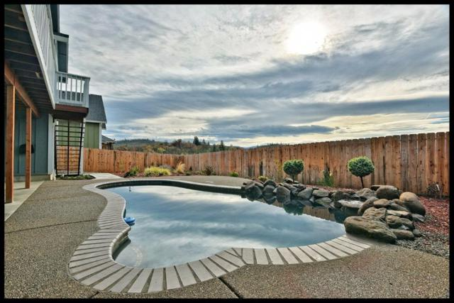 1020 Azure Way, Eagle Point, OR 97524 (#2983833) :: FORD REAL ESTATE