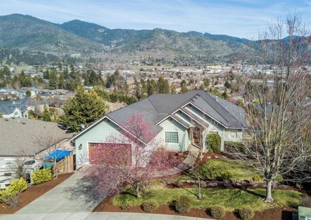 1933 NW Crown Street, Grants Pass, OR 97526 (#2985841) :: Rocket Home Finder