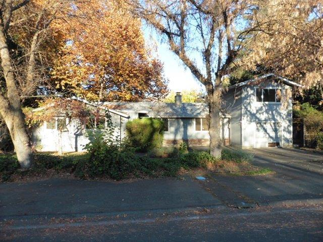 213 B Street, Phoenix, OR 97535 (#2983519) :: FORD REAL ESTATE