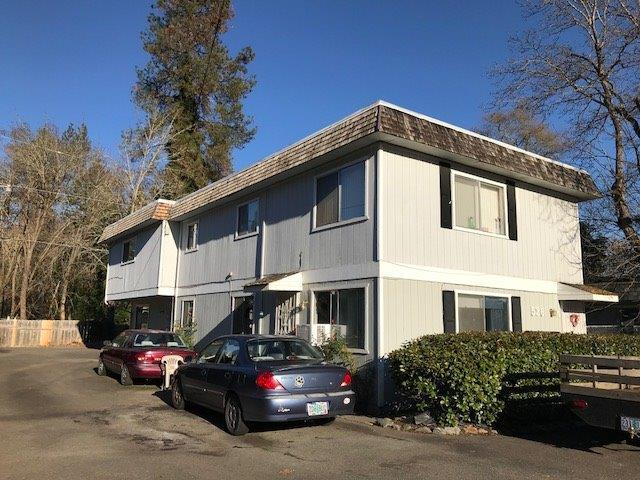526 NW C Street, Grants Pass, OR 97526 (#2983912) :: Rocket Home Finder