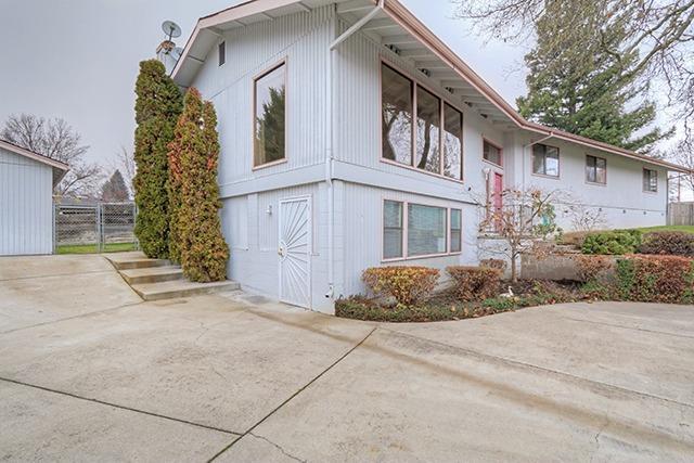 1304 NE Blue Bird Lane, Grants Pass, OR 97526 (#2984301) :: Rocket Home Finder